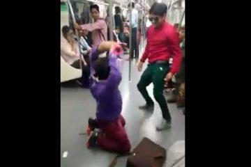 सफर को मजेदार बनाने के लिए दो लड़कों ने किया मेट्रो में डांस, देखिए वीडियो