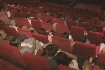 वयस्क फिल्म के दर्शकों ने कोलकाता में राष्ट्रगान पर खड़े होने से इंकार किया